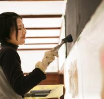 リフォーム中の写真。塗られているのはマグネット塗料です。